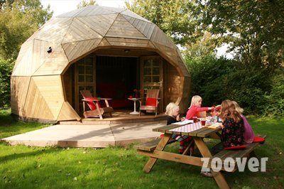 Campingcheque - Vakantiepark Delftse Hout**** - Zoover 8,1 - Het sanitair is schoon, maar wel gedateerd (één gebouw).