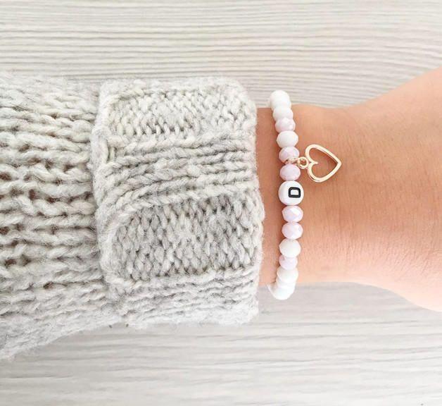 Neuheit #etsy-Shop: Personalisierbares Namensarmband / Named Bracelet Individual Initialen Buchstabe Perlenarmband Wunschename  #schmuck #armband  #perle #geschenk