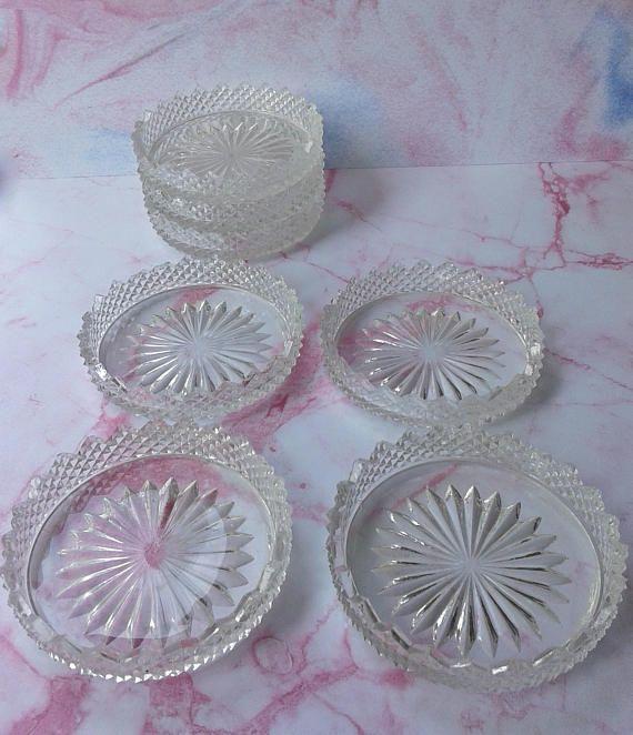 Vintage glazen onderzetters 7 stuks  randje met puntjes.