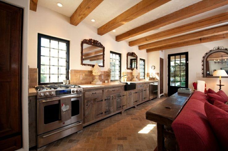 bonita cocina con vigas de madera a la vista