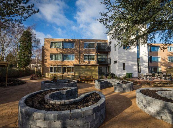 Bestaand verzorgingshuis gerenoveerd tot groepswoningen voor mensen met dementie. Duurzaam ontwerp.