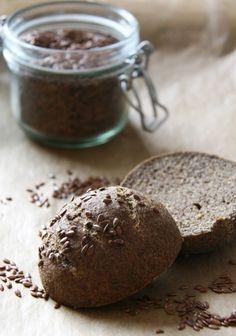 Nem kell mindig bonyolult receptekre gondolnunk, ha gluténmentes egészséges pékáru készítésére adnánk a fejünket! Rostdús gluténmentes zsemle - 40 perc.