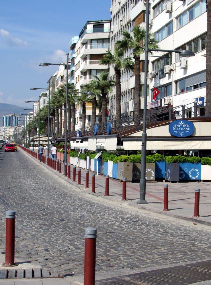 Izmir Seaside Cafes