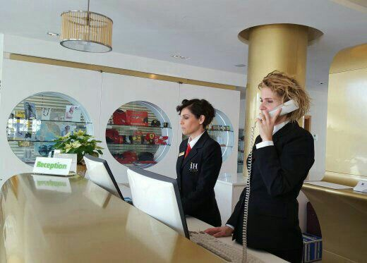 IH HOTELS ROMA Z3 STAFF