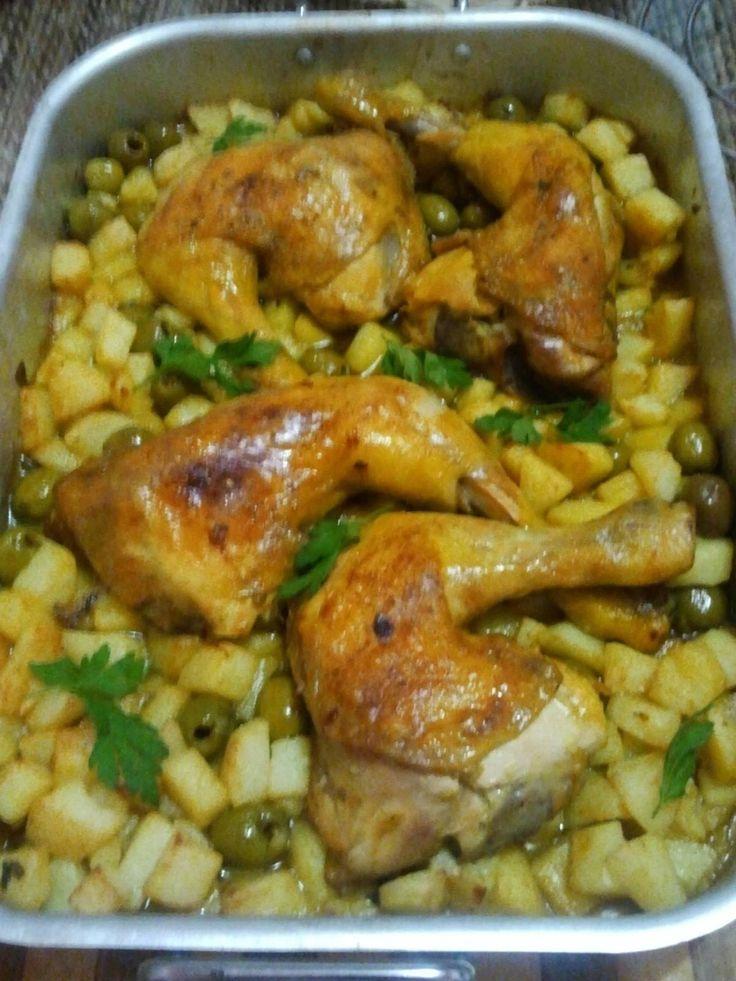 poulet aux olives et pommes frites recette inspirée de celle de :http://ninissco.over-blog.com/poulet-aux-olives-et-frites.je n'ai rajouté à la recette que de la moutarde :http://ninissco.over-blog.com/poulet-aux-olives-et-frites