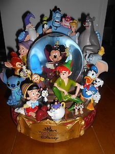 "Disney "" Wonderful World of Disney "" Snowglobe Mickey and Friends in Box 