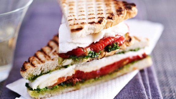 Tomaten-Mozzarella-Sandwiches |