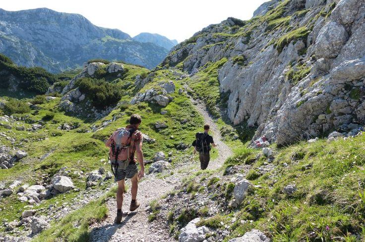 Auf und ab durch wildes Karstland: Der Weg ist nicht besonders anspruchsvoll,...