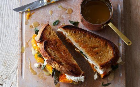 Tosti pompoen, ricotta en Parmezaanse kaas met salieboter   GezondheidsNet