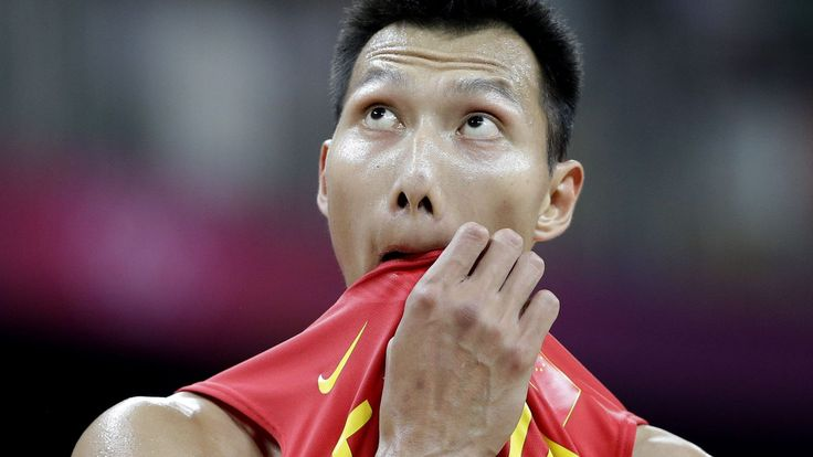 Former Lakers player Yi Jianlin complained that his Li Ning-made shoes really hurt his feet.