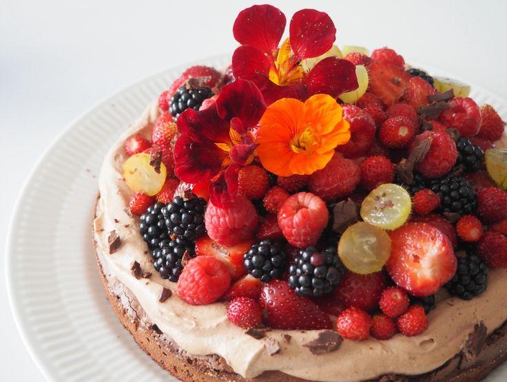 opskrift-brownie-med-chokoladecreme-og-bær.jpg (1500×1133)