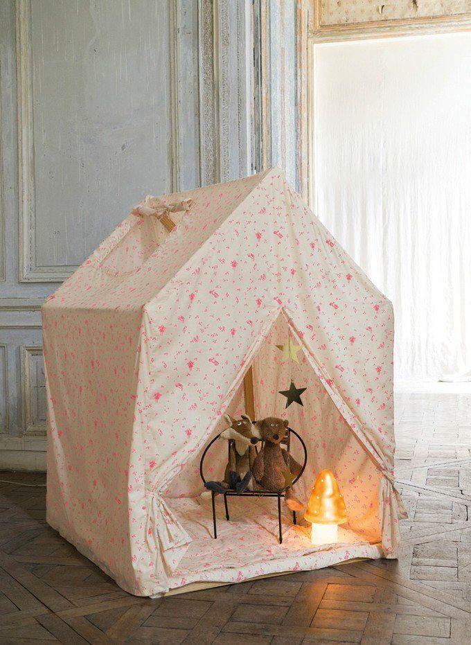 Casa, de inspiración romántica, para la habitación de las peques.