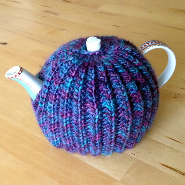 Ravelry: Project Gallery for Broken Rib Tea Cosy pattern ...