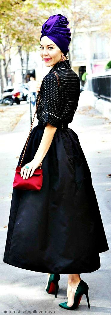 Street style - Ulyana Sergeenko I am looking for a skirt like this! Maybe slightly shorter