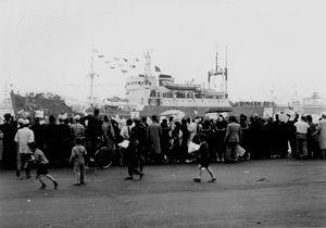 昭和32年 南極観測船「宗谷」 (日の出桟橋)