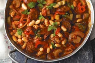 Andalusian style chorizo and bean stew - quick and easy, made in one pot, using chorizo sausage, onions, beans and wine in a tomato sauce. Great for a simple main course for lunch or dinner.