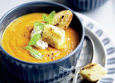 Gulerodssuppe med yoghurt og pestocroutoner | 5:2 Kuren