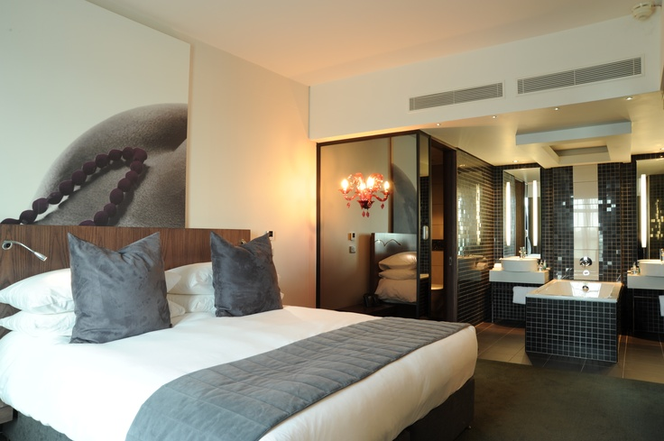 Hotel - Accommodation - Crowne Plaza Johannesburg - The Rosebank Executive Suite. To book this amazing suite click here: http://bit.ly/t7NgIy
