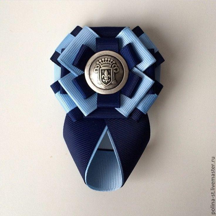 Брошь-орден с галстучком 'Синяя лилия' выполнена из репсовых лент , металлической фурнитуры