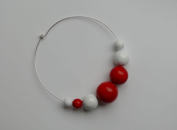 Náhrdelník+červeno-bílý+Průměr+náhrdelníku+je+14+cm.+Velikost+korálků+35+mm,+30+mm,+25+mm,+18+mm,+16+mm,+12+mm.+Korálky+jsou+dřevěné,+natřené+akrylovou+barvou.+Náhrdelník+je+lehký,+i+když+korále+jsou+opravdu+veliké.