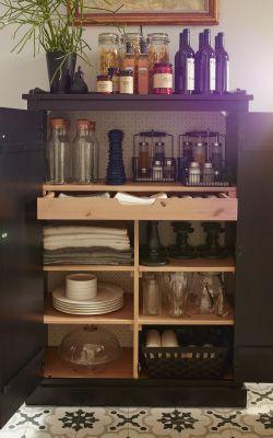Mobile per organizzare piatti, bicchieri, tovaglie e condimenti – IKEA
