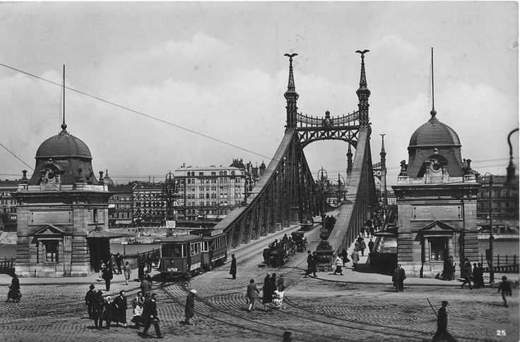 Liberty Bridge and St. Gellért Square between the World Wars