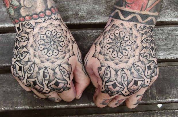 Точка на плоскости: Гид по дотворку — особенной технике татуировок. Изображение № 23.