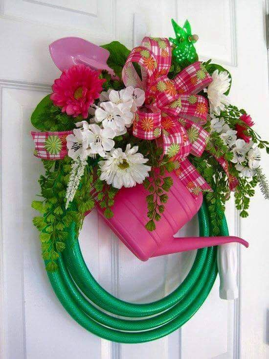 Gardening Tools Wreath Idea To Rock This Easter #easterwreaths #easterwreathideas #easywreathideas #easywreath #wreathmakingideas #wreathidea #DIYeasterwreath #Eastercrafts #Easterdoordecoration #easterdecoration