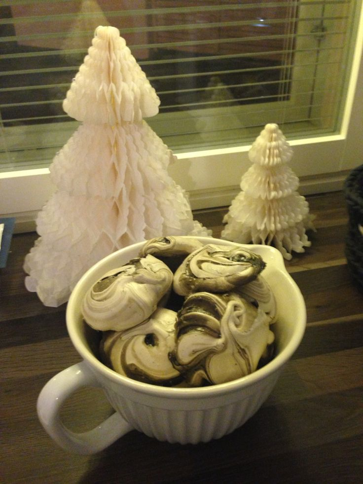 Liquorice meringue