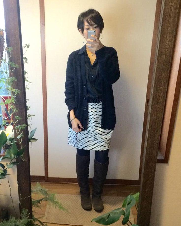 2月16日 ZARAセールドットスカートにUNIQLOミドルゲージVネックカーディガンコーデ