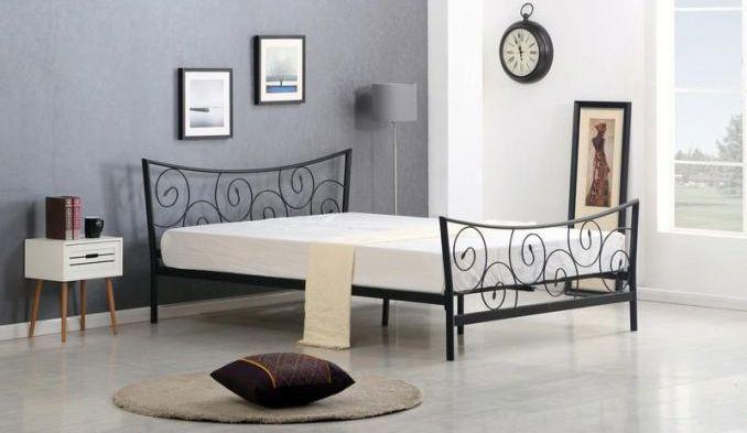 Łóżko do sypialni RAMONA stworzone jest w całości ze stali malowanej proszkowo na kolor czarny. Zanóże i zagłowie łóżka posiada dekoracyjne spirale zakończone listkiem. Łóżko sprzedawane w zestawie ze stelażem, ale bez materaca. https://mirat.eu/lozka-do-sypialni-i-akcesoria,c152.html