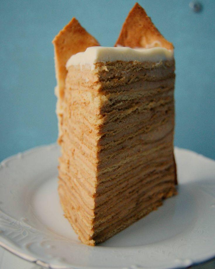 Безумно вкусный медовик по рецепту @alenakogotkova  Для украшения - сливочный крем и песочное печенье #торт #сливочныйкрем #мед #праздник #вкусно #десерт #dessert #на_сладкое #cake #honey #delicious #food #omnomnom #holidays