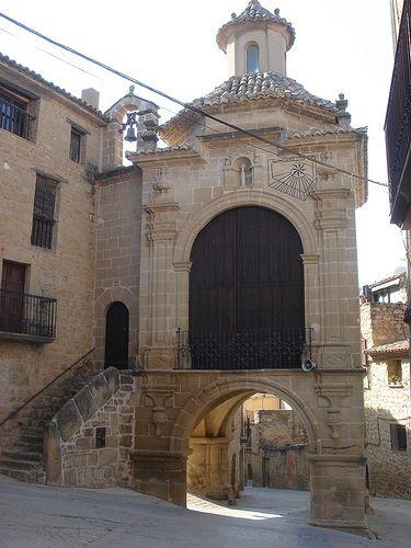 Portal y Capilla de la Virgen del Pilar   Calaceite