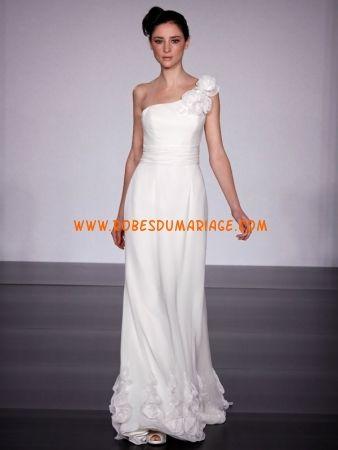 Reverie by Melestsa belle robe de mariée glamour longue asymétrique ornée de fleur mousseline