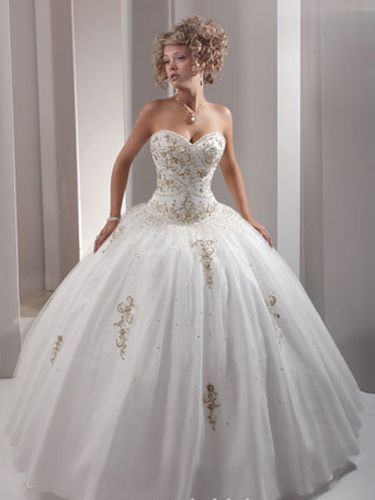 Check out the best white quince dresses here!