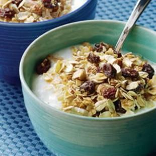 """Healthy Breakfasts that help fight fat and keep you fuller longer. Eating a breakfast made with """"slow-release"""" carbohydrates, such as oatmeal or bran cereal, 3 hours before you exercise may help you burn more fat, suggests a recent study in the Journal of Nutrition. @EatingWell: Health Food, Scandinavian Muesli, Breakfast Healthy, Healthy Breakfast Recipe, Healthy Choice, Healthy Eating, Health Tips, Healthy Recipe, Weights Loss"""