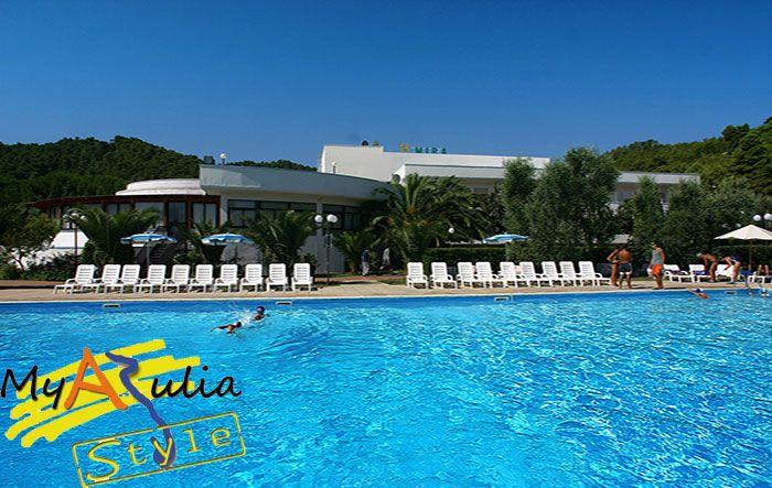 Prenota la tua Vacanza sul Gargano-Peschici Myapuliaclub Hotel Residence Mira Chiama lo 0881-634484 oppure info@myapuliastyle.it Periodo 23 Maggio-13 Giugno Soggiorno Settimanale in PENSIONE COMPLETA € 359 bevande incluse ai pasti BAMBINI 0/5 GRATIS TESSERE CLUB GRATIS!!!!