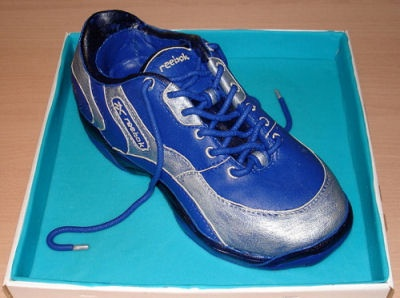 That's a Cake? Cakes that don't look like Food - Reebok shoe cake  More creative cakes:  http://thegardeningcook.com/cakes-that-dont-look-like-food/
