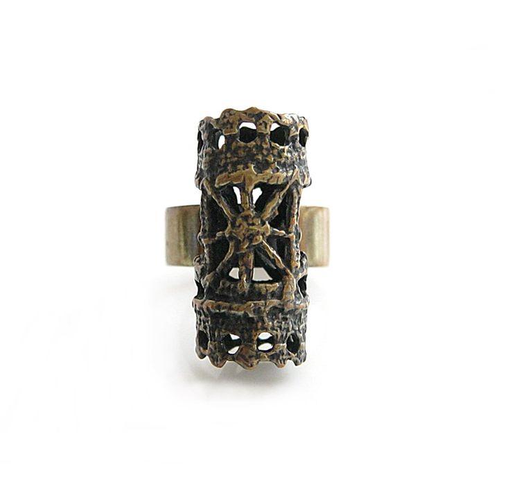 Modernist Pentti Sarpaneva Bronze Ring | Finnish Jewelry Finland Brutalist  Vintage Jewelry | Modernist Bronze Jewelry door RosieLenaJewelry op Etsy https://www.etsy.com/nl/listing/606119707/modernist-pentti-sarpaneva-bronze-ring