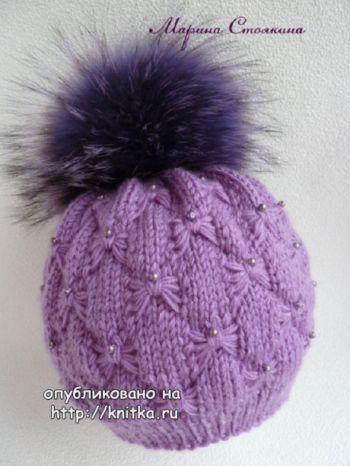 Эффектная зимняя шапочка. Работа Марины Стоякиной. Вязание спицами.