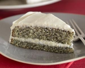 Poppy seed cake with vanilla buttercream icing | Recipe