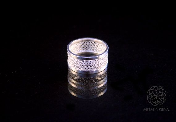Woven zigzag silver filigree ring band.