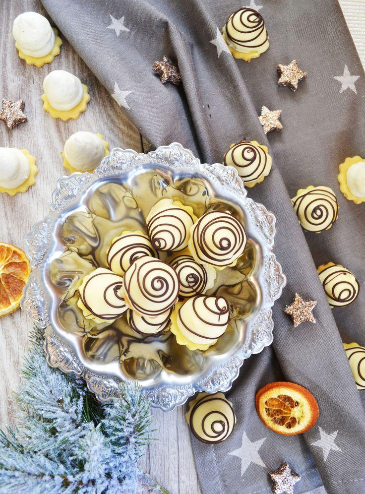 So zwei Tage vor Weihnachten hab ich noch ein letztes Keksrezept für euch. Dann ists Schluss mit Teig kneten, Plätzchen ausstechen, verzieren... Ich backe ja waaahnsinnig gerne, aber auch ich bin f...