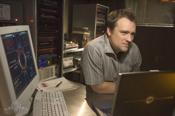 Dr. Rodney McKay played by David Hewlett on SGA - S1E9 Home