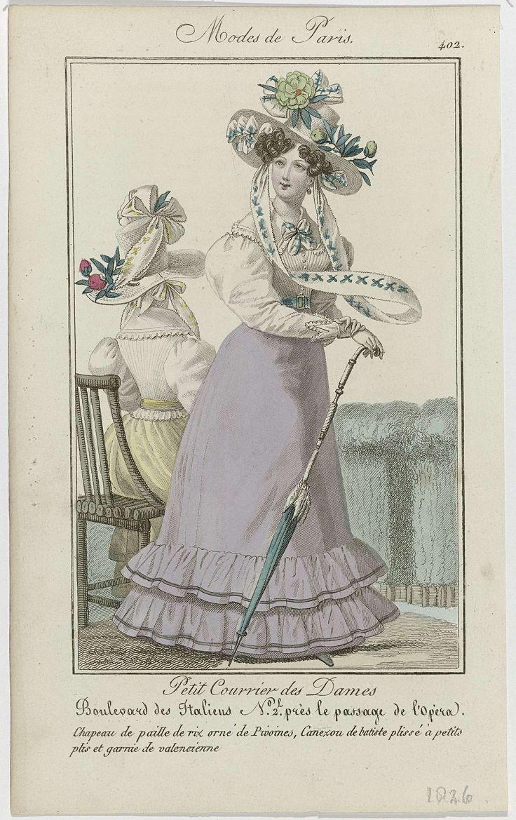 Anonymous | Petit Courrier des Dames, 1826, No. 402 : Chapeau de paille de riz..., Anonymous, Dupré (uitgever), 1826 | Staande vrouw met op het hoofd een hoed van 'paille de riz', versierd met pioenrozen. Zij draagt een 'canezou' van batist, geplooid met kleine plooien en afgezet met valencienne. Rok, versierd met gerimpelde stroken stof. Verdere accessoires: oorbel, ceintuur en een wandelstok die ook als parasol kan worden gebruikt. Links een zittende vrouw, op de rug gezien, gekleed in…