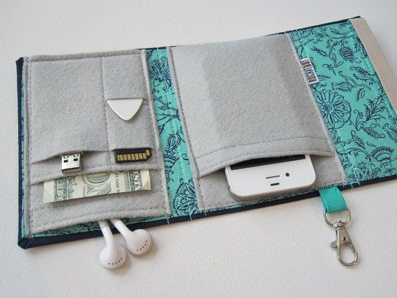 Nerd Herder gadget wallet in Hint of Mint for iPhone di rockitbot
