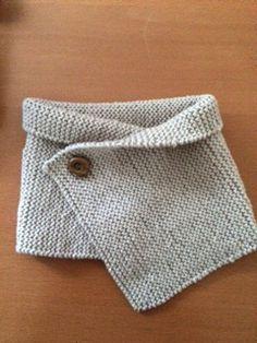 Cette semaine, en route vers la douceur avec ce tour de cou pour bébé tricoté avec la laine 100% Baby DMC . Le matériel : aiguille à tricoter n° 4 2 pelotes de laine 100% Baby DMC dans le coloris 041 pour une petite fille. 1 bouton fantaisie en nacre. Réalisation : Tricoter avec des aiguilles
