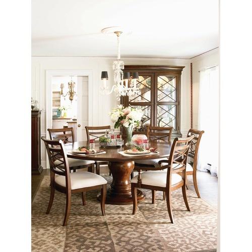 Classic Fresh Round Dining Room