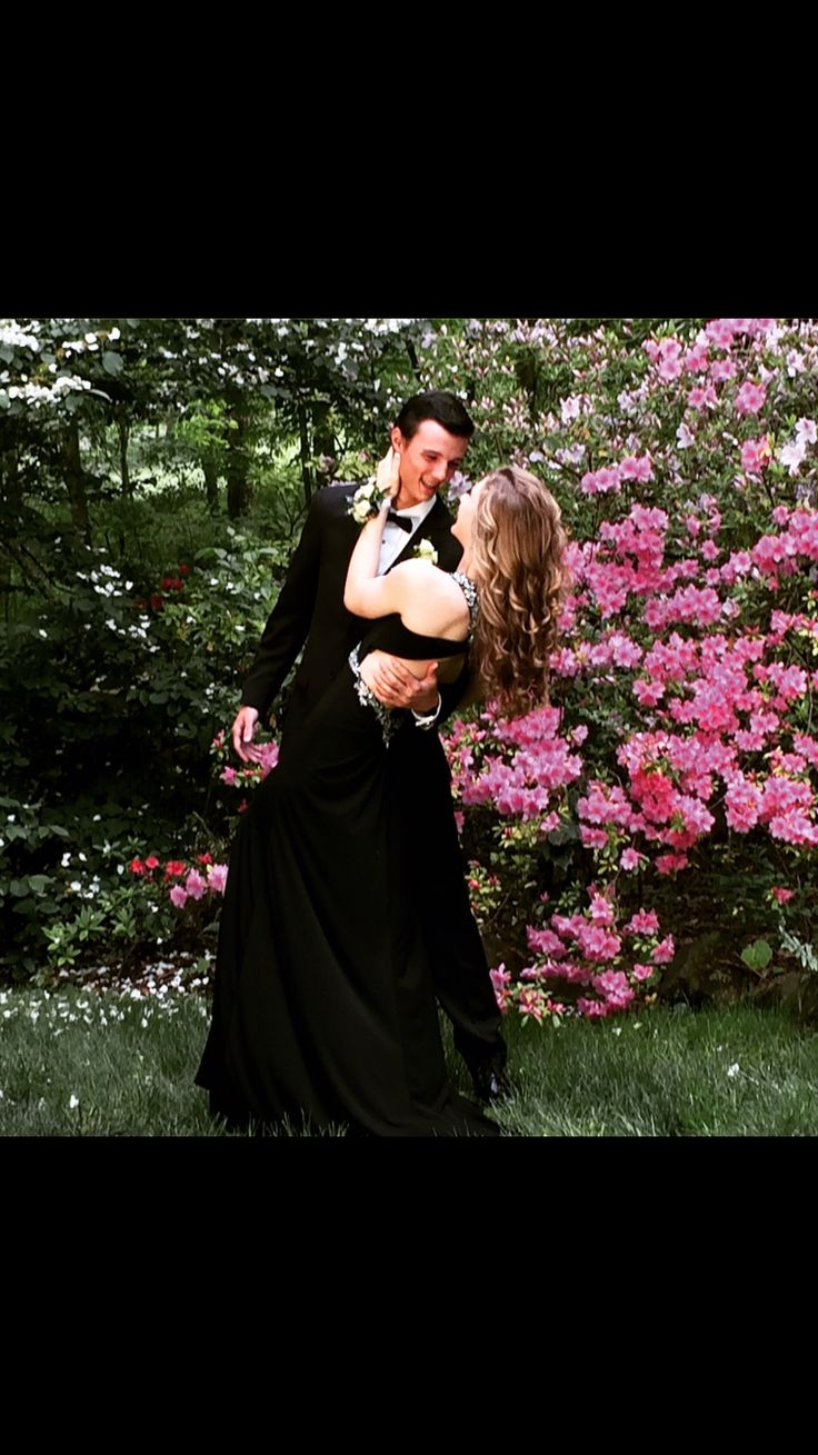 Romantic prom pose for couples.
