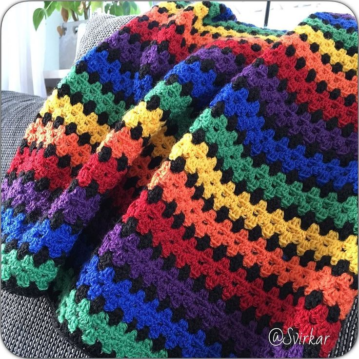 Now in store #virka #virkadfilt #handmade #crochet #crochetblanket #rainbow #regnbåge #regnbågsfilt #rainbowblanket #grannystripes #mormorsränder #babyfilt #baby #babyblanket #filt #blanket by svirkar